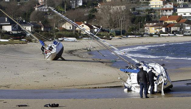 Barcos varados en Aldán (Pontevedra).