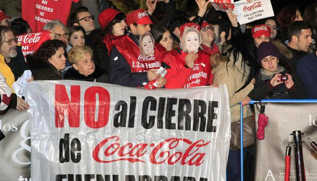 Los empleados de Coca Cola han llevado sus protestas por el ERE hasta los premios Goya.