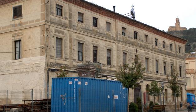 Vista del antiguo Hospital de Falces, que será restaurado este mes