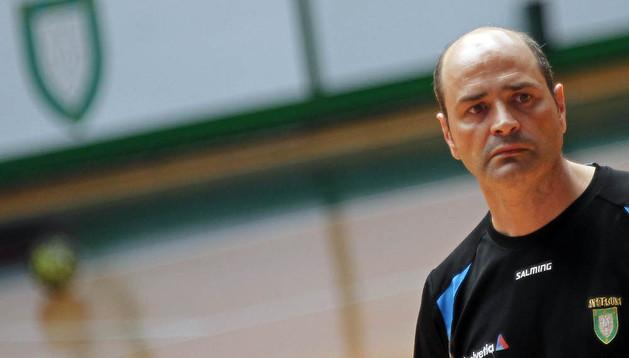 El entrenador del Helvetia Anaitasuna, Aitor Etxaburu