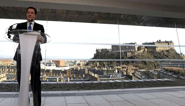 El ministro británico de Economía, George Osborne, pronuncia un discurso en Edimburgo (Reino Unido)