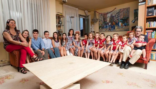 Los Postigo Pich, en el salón de casa