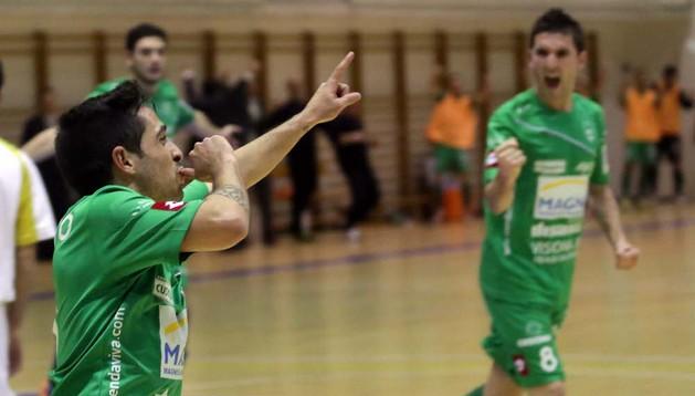 Jesulito celebra un gol en el choque ante Marfil Santa Coloma