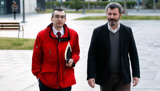 Santiago Cervera acude al juzgado en compañía de su abogado, Sergio Gómez