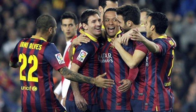 Los jugadores del Barça celebran el primer gol