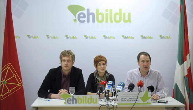 Los integrantes de EHBildu, Maiorga Ramírez, Bakartxo Ruiz y Xabi Lasa
