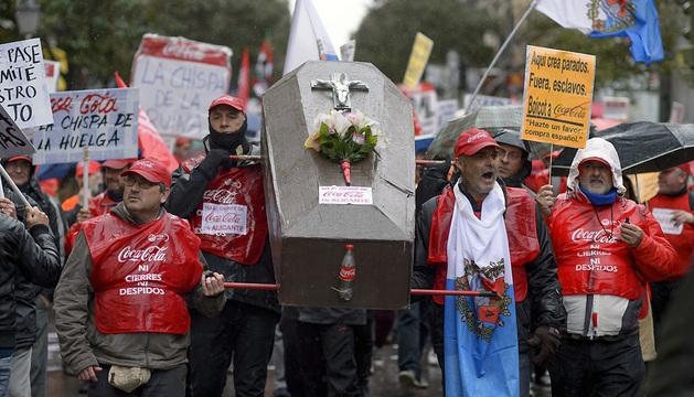 Los trabajadores de Coca-Cola se manifiestan en Madrid contra el ERE anunciado por la empresa