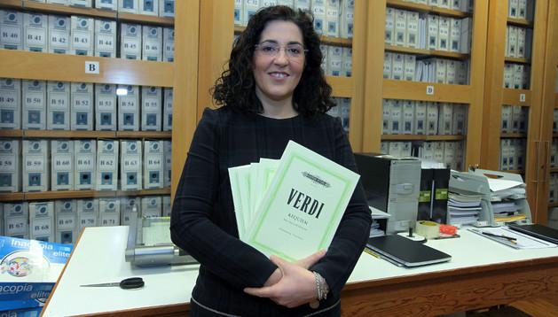 Paloma Marticorena en la oficina donde el Orfeón archiva todas las partituras, miles de copias de hasta 9.000 temas