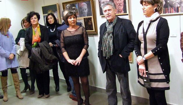 Fausto Díaz, en el centro, entre la concejal de UPN María José Robredo (izda.) y la alcaldesa Yolanda Manrique