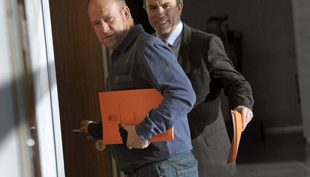 Los parlamentarios Carlos García Adanero y Txentxo Jiménez son algunos de los miembros de la comisión.