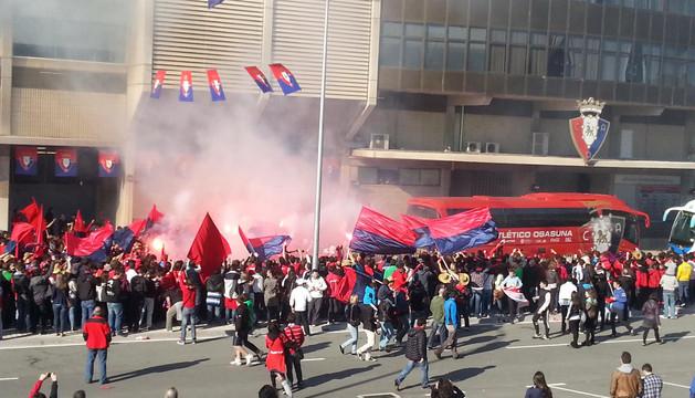 Lanzamiento de bengalas antes del Osasuna - Getafe de mayo de 2013.