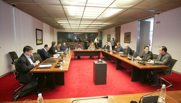 La comisión de investigación, recién constituida.