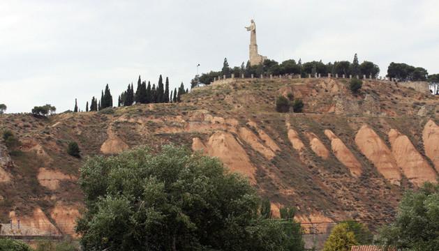 El cerro de Santa Bárbara con la estatua del Corazón de Jesús