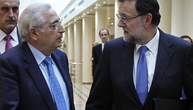Mariano Rajoy conversa con el presidente de Melilla, Juan José Imbroda