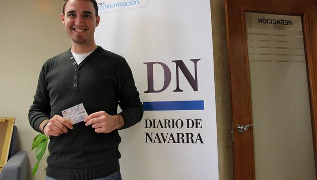 Raúl Peña, hijo de Saturnino Peña, con las entradas