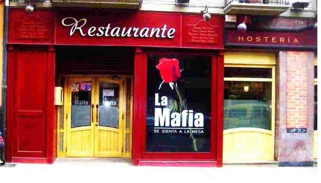 Entrada del restaurante La Mafia de la calle Amaya de Pamplona