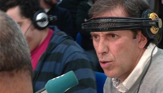 Imagen tomada de televisión del periodista Paco González, que volvió el martes al programa 'Tiempo de Juego' de la Cadena COPE