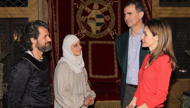 Los Príncipes visitan el rodaje de la escena final de 'Isabel'