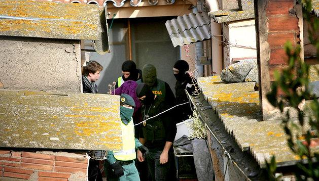 La Guardia Civil efectúa la detención de uno de los miembros de los 'Trinitarios' en Tarragona