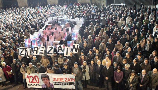 Ese miércoles se cumplió el cuarto mes de la desaparición de Hodei Egiluz en la localidad belga de Amberes, y en Galdakao se celebró una concentración en la que familiares, amigos, conocidos y políticos pidieron a Bélgica cooperar más con otras policías para hallar al joven vizcaíno.