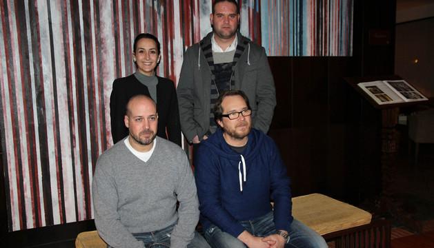 De izda. a dcha., sentados, Virgilio Martínez y Jesús Salcedo; de pie, Lorena Hualde y José Aguado, en la presentación del acto