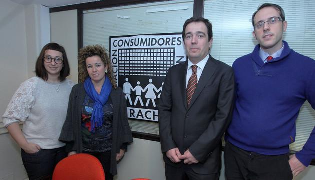Miembros de la Asociación de Consumidores Irache