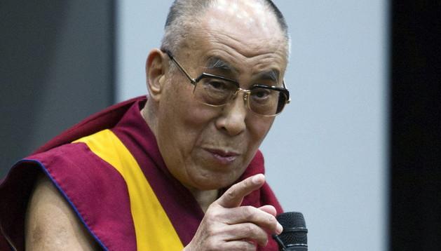 El líder espiritual del Tíbet, el dalái lama, ofrece una charla sobre