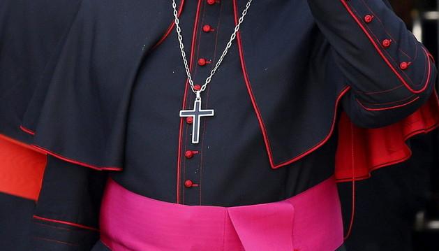 El cardenal español Fernando Sebastián Aguilar, a su salida del Consistorio extraordinario de cardenales celebrado en Ciudad del Vaticano.