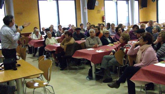 José Ignacio Pardo (izq.) durante la charla que abrió los actos de la semana cultural