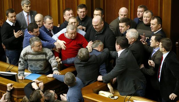 Tensiones en el Parlamento ucraniano