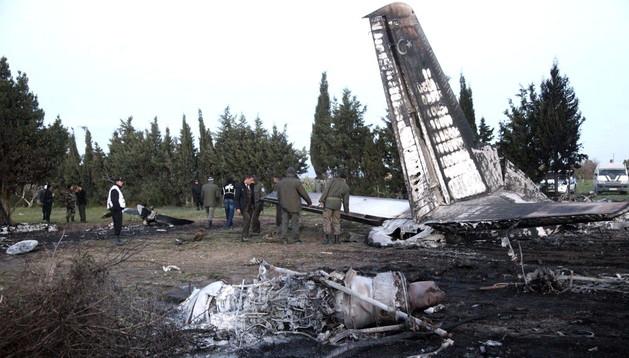 Vista de la cola del avión siniestrado en Túnez