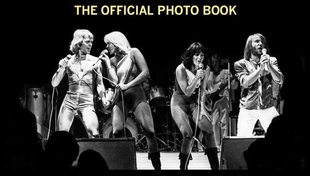 Portada del libro que incluye 600 fotografías y testimonios de los componentes de ABBA