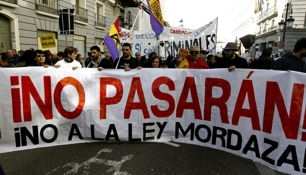 Varios miles de personas han tomado el centro de Madrid para protestar contra las reformas del Gobierno.