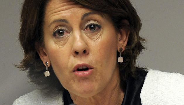 La presidenta del Gobierno de Navarra, Yolanda Barcina, durante su comparecencia ante la comisión de investigación