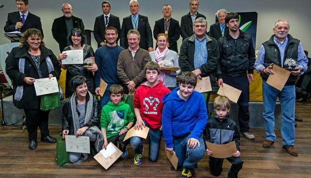 Los galardonados posaron tras la entrega de premios junto con los directivos de la orden