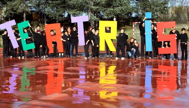 El grupo de teatro Teatris, del colegio Isterria