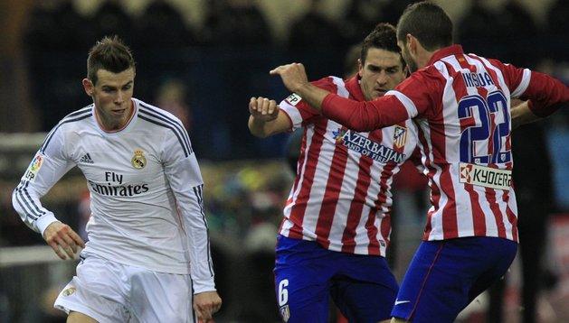 Bale, junto a Koke e Insúa en el partido copero entre Atlético y Real Madrid