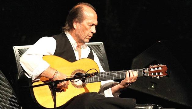 Imagen del 5 de octubre de 2013 del guitarrista español Paco de Lucía durante su concierto en Palacio de Bellas Artes de México