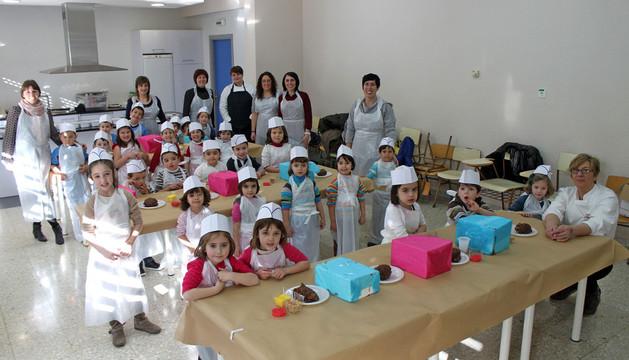 Un grupo de niños participante en el taller de repostería infantil