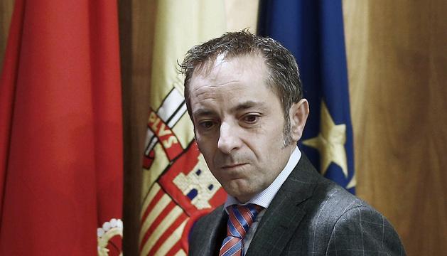 El vicepresidente y portavoz del Gobierno, Juan Luis Sánchez de Muniáin, antes de comenzar la rueda de prensa de este miércoles.