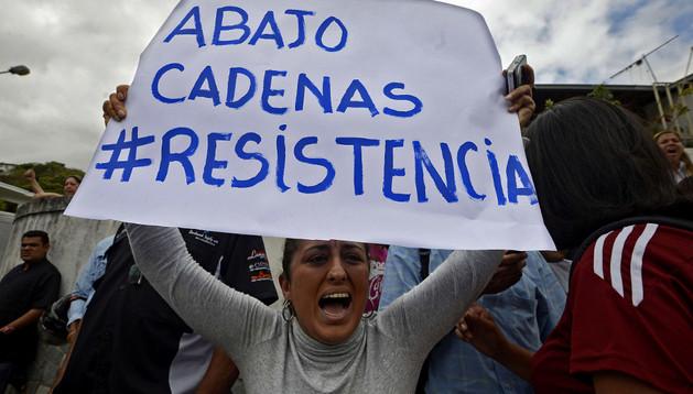 Una mujer durante una protesta, este martes