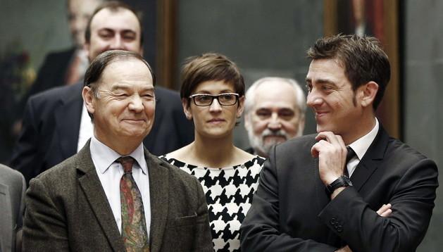El secretario general del PSN, Roberto Jiménez (d), junto a su compañero de formación y ex presidente del PSN, Román Felones (i), que ha dejado su cargo como parlamentario.
