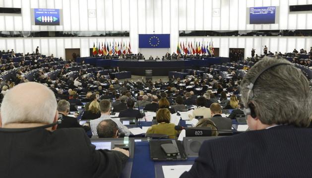 Diputados asisten a una sesión plenaria del Parlamento Europeo en Estrasburgo