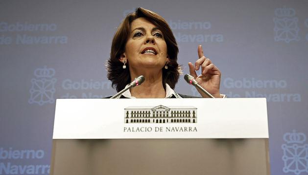 La presidenta del Gobierno de Navarra, Yolanda Barcina, durante la rueda de prensa tras conocer las conclusiones de la comisión