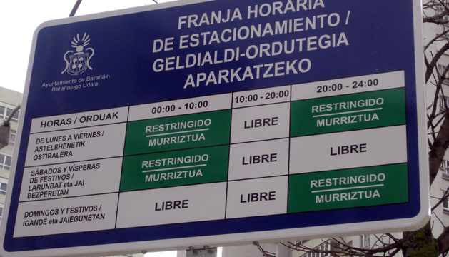 Uno de los paneles informativos sobre la ZERT colocados en la calle