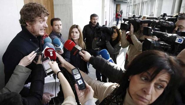 El parlamentario de Bildu Maiorga Ramirez atiende este viernes a los medios de comunicación
