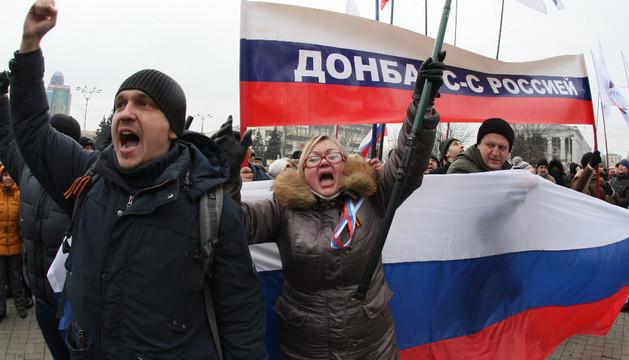 Manifestantes pro-rusos en la ciudad de Donestk