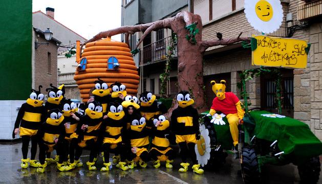 El panal de rica miel y las afanosas abejas que recorrieron las calles de Marcilla
