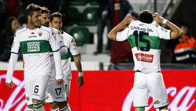 Los jugadores del Elche celebran el único gol del partido