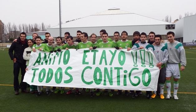El San Juan, con la pancarta en homenaje a Miguel Etayo